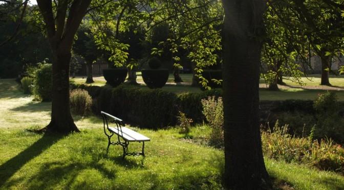 Banc dans un jardin